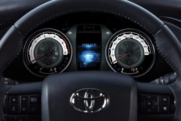 Toyota-Hilux-2022-07-600x400 Toyota Hilux 2022: Ficha Técnica, Preço, Fotos, Consumo