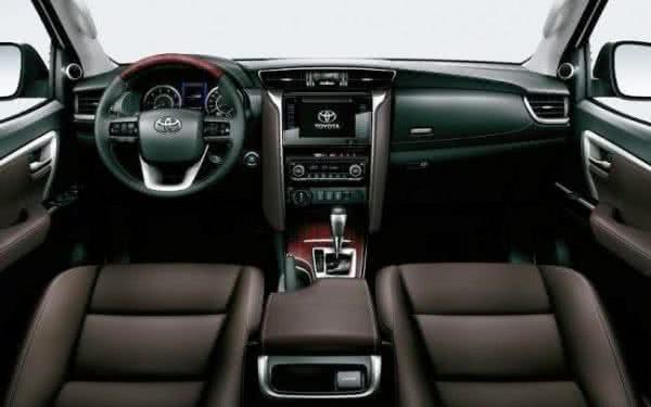 Toyota-Hilux-2022-11-600x375 Toyota Hilux 2022: Ficha Técnica, Preço, Fotos, Consumo