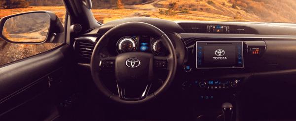 Toyota-Hilux-2022-interior-600x245 Toyota Hilux 2022: Ficha Técnica, Preço, Fotos, Consumo