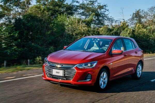 Chevrolet-onix-RS-2022-3-600x400 Chevrolet Onix RS 2022: Preços, Fotos, Itens, Ficha Técnica