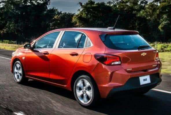 Chevrolet-onix-RS-2022-4-591x400 Chevrolet Onix RS 2022: Preços, Fotos, Itens, Ficha Técnica