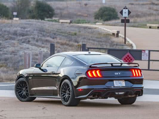 Ford-Mustang-2022-4-533x400 Ford Mustang 2022: Preço, Consumo, Ficha Técnica e Fotos