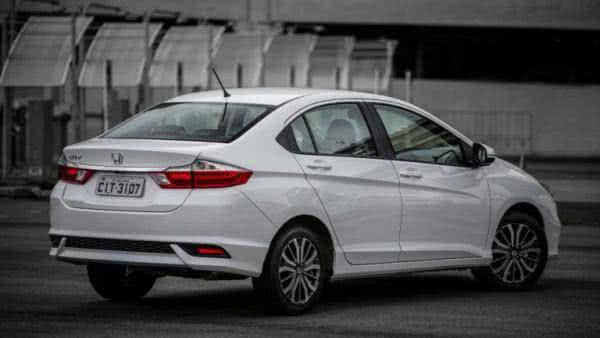 Honda-Accord-2022-11-600x338 Honda Accord 2022: Preço, Consumo, Ficha Técnica e Fotos