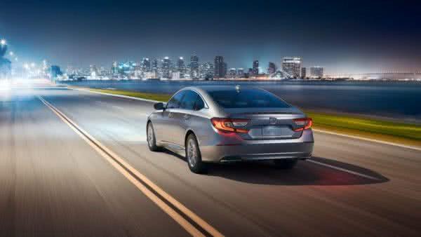 Honda-Accord-2022-12-600x338 Honda Accord 2022: Preço, Consumo, Ficha Técnica e Fotos