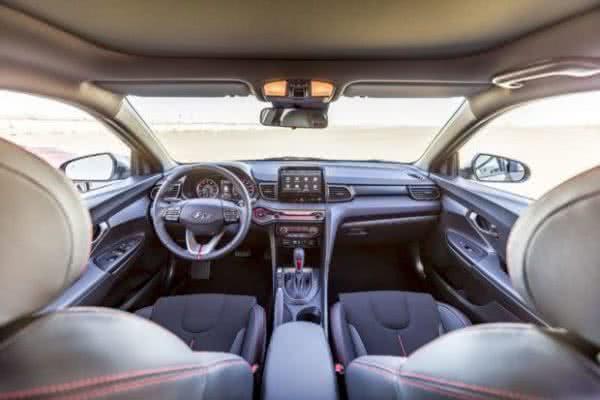 Hyundai-Veloster-2022-3-600x400 Hyundai Veloster 2022: Consumo, Fotos, Ficha Técnica, Preços