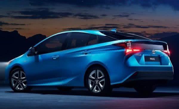 Toyota-Prius-2022-3-600x366 Toyota Prius 2022: Motorização, Preços, Ficha Técnica, Fotos