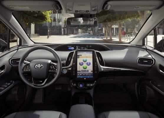 Toyota-Prius-2022-5-556x400 Toyota Prius 2022: Motorização, Preços, Ficha Técnica, Fotos