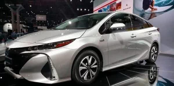 Toyota-Prius-2022-8-600x299 Toyota Prius 2022: Motorização, Preços, Ficha Técnica, Fotos