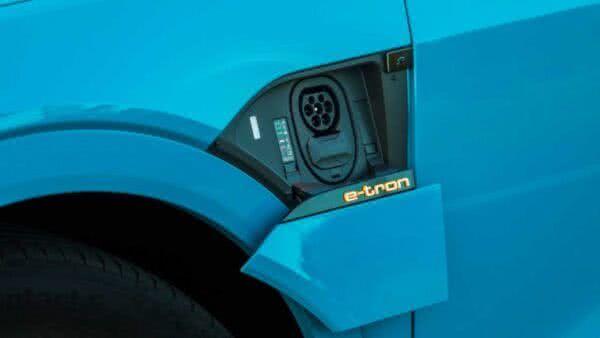 Audi-e-tron-2022-12-600x338 Audi E-tron 2022: Preço, Consumo, Fotos, Itens, Ficha Técnica
